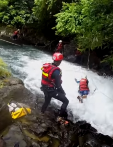 Swinging down with water currents at Eau Bleue